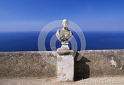 Estatua por el mediterráneo