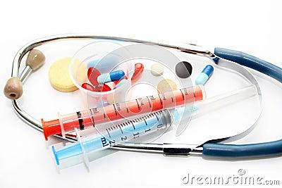 Estetoscopio y diversas preparaciones farmacológicas