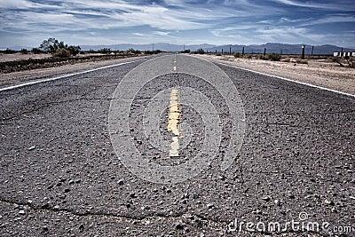 Condução áspera da estrada