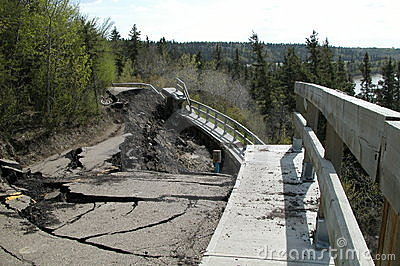 Estrada ausente caída