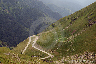 Estrada enganchada na alta altitude