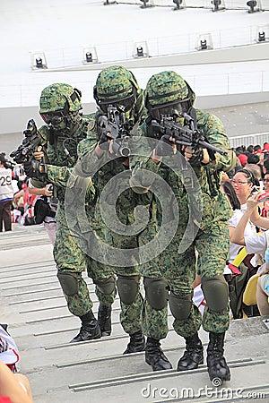 Estreia da parada do dia nacional de Singapura Imagem Editorial