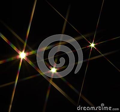 Estrellas llamativas en parte posterior del negro
