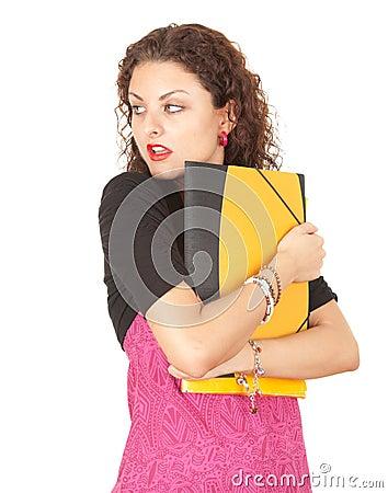 Estudiante femenino asustado