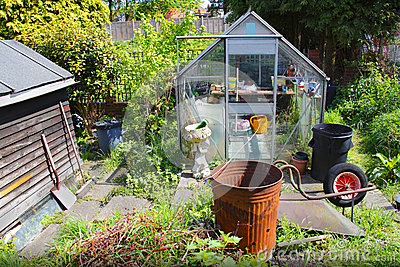 Estufa e vertente do jardim