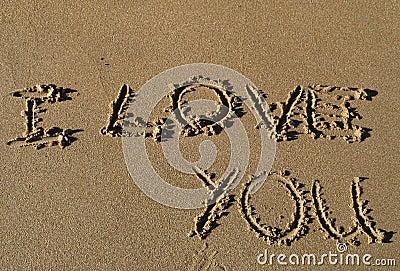 Eu te amo escrito na areia