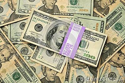 EUA 100 e 20 contas de dólar