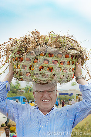 Free European Man Carries Tomato Basket On Head Like African Women Do Royalty Free Stock Photo - 72407605