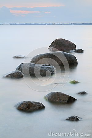Free Evening Sea Shore, Water And Stones On A Beach In Gdynia, Poland Stock Photo - 106100510