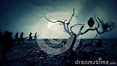 Exército medieval março à guerra na noite com uma árvore inoperante e os entusiasmos