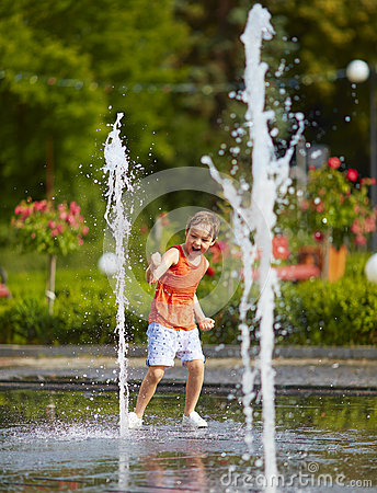 Free Excited Boy Having Fun Between Water Jets, In Fountain. Summer In The City Royalty Free Stock Photo - 75835015
