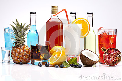 Exclusive alcohol drinks set with fruits