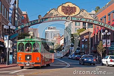 Excursão do trole no distrito de Gaslamp em San Diego Foto de Stock Editorial