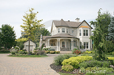 Executive House with unistone driveway