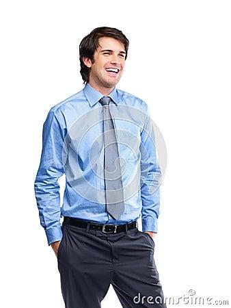 Executivo masculino novo alegre que olha o copyspace