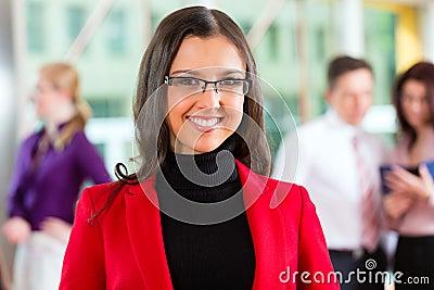 Executivos ou equipe no escritório