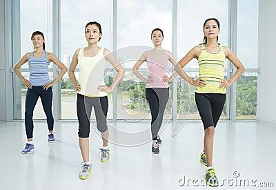 Exercícios da ginástica aeróbica
