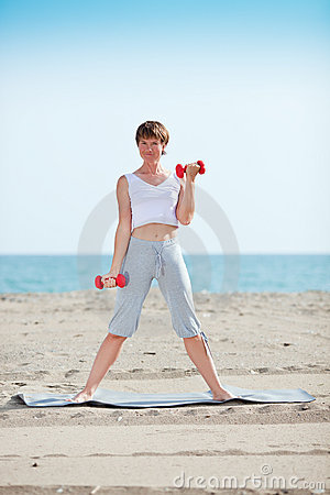 Exercise with dumbell