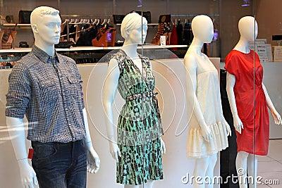 Exhibición de la ventana de tienda de la moda