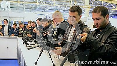 Exposition d 39 armes feu pendant le salon international d for Salon des armes a feu