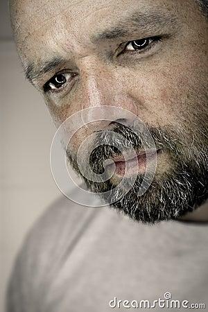 Expressão masculina melancólica
