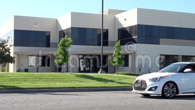 Exterior genérico do prédio de escritórios em Califórnia do sul vídeos de arquivo