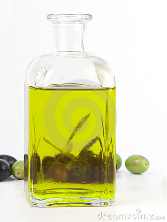 Free Extra Virgin Olive Oil With Fresh Olives. Stock Images - 17270764