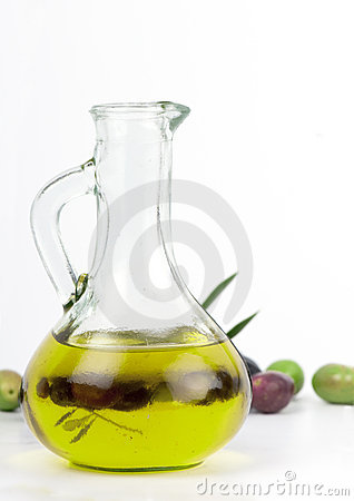 Free Extra Virgin Olive Oil With Fresh Olives. Royalty Free Stock Images - 17270779