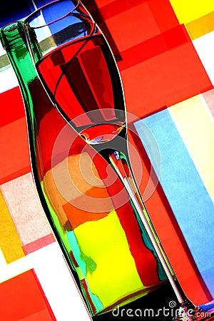 Extracto de la botella y del vidrio de vino