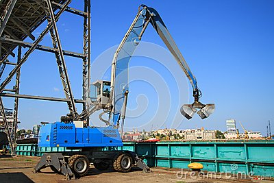 Extractor in the dockyard - landscape