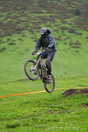 Extreme jump on downhill race