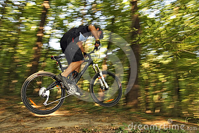 Extreme MTB cyclist