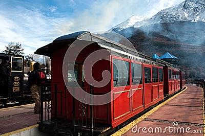 Extremo del tren del mundo, Tierra del Fuego, la Argentina Foto de archivo editorial
