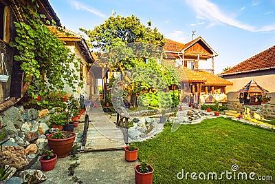 Ext rieur de maison de campagne et de pelouse photo stock for Exterieur maison campagne