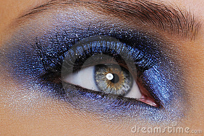 eye-bright-blue-eyeshadow-9352572.jpg