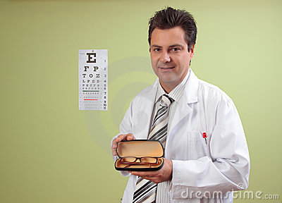 Eye doctor recommends eyeglasses