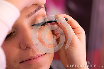 Eyelid makeup