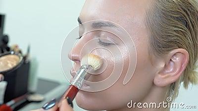 Eyes a composição nos olhos fumarentos da menina video estoque