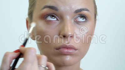 Eyes a composição nos olhos fumarentos da menina filme