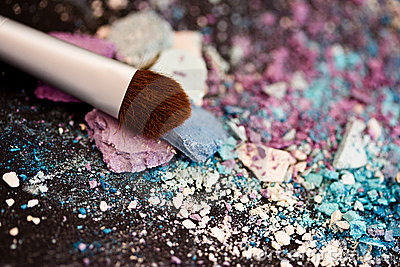 Eyeshadow make-up powder and brush, shallow dof