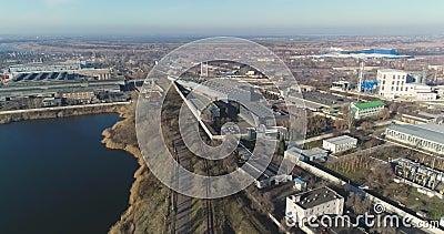 Fábrica moderna del aire, exterior de la fábrica moderna desde arriba, abarca la nueva fábrica almacen de video
