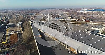 Fábrica moderna del aire, exterior de la fábrica moderna desde arriba, abarca la nueva fábrica almacen de metraje de vídeo
