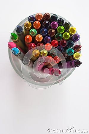 Färgrika crayons