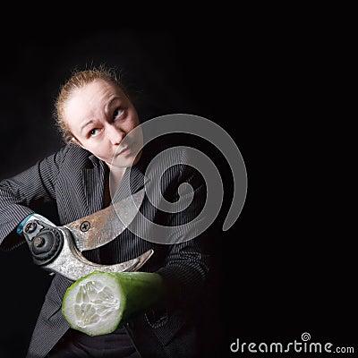 Fêmea com a arma em vez das mãos