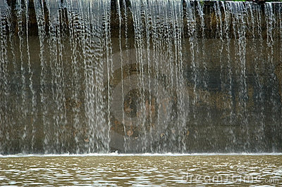 Fördämning över vatten