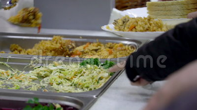 Fördelning av mat i matsal lager videofilmer