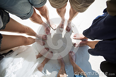 Füße in einem Kreis