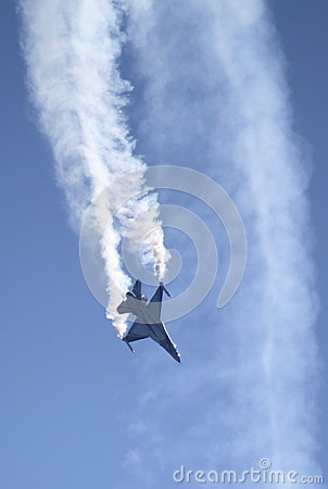 Free F-16 Fighter Falcon Royalty Free Stock Photography - 26658957