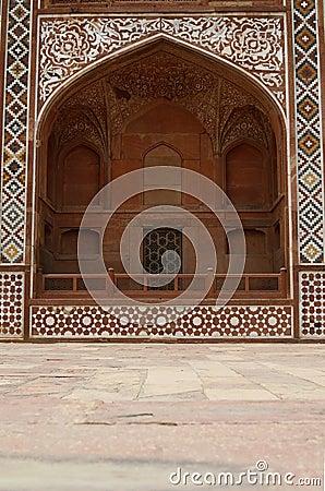 Façade fleurie du tombeau d Akbar. Agra, Inde