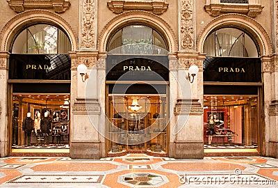 FABRIQUÉ EN ITALIE : Boutique de Prada à Milan Image stock éditorial